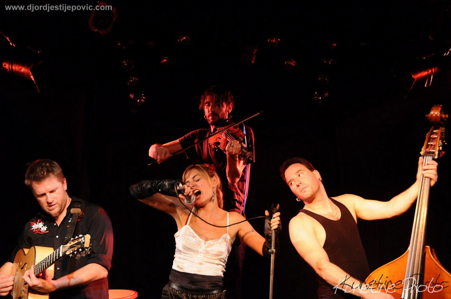 Fish tank ensemble - Full Size Is 1581 1050 Pixels